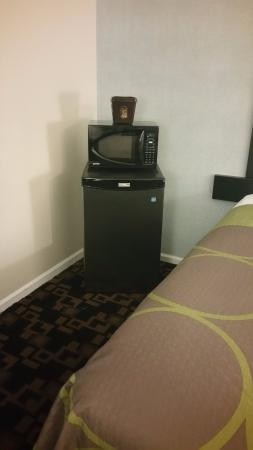 Springfield, OR: Mini fridge and microwave