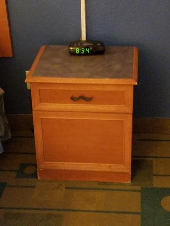 Baymont Inn & Suites Tallahassee: Old stained furniture