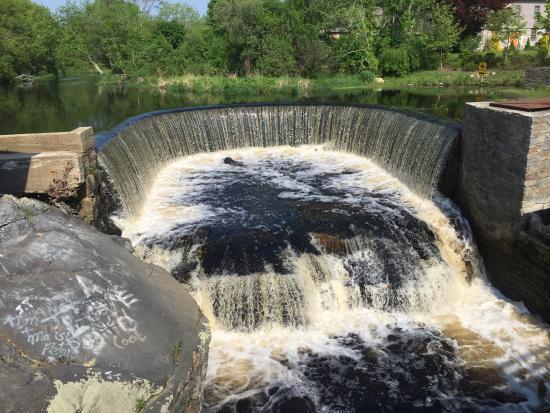 Shannock Falls