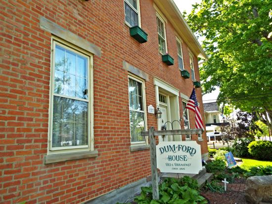 Amanda, OH: Beautiful home on a cozy small town street