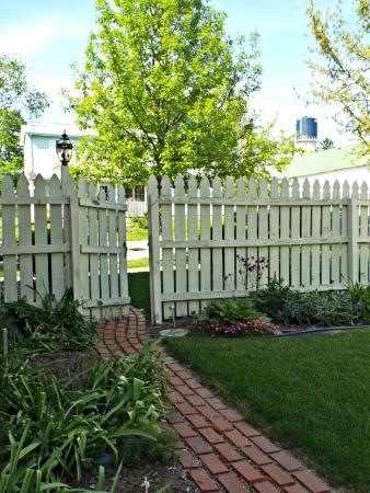 Amanda, OH: Beautiful garden in private yard