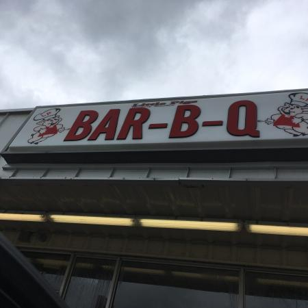 Little Pigs Bar-B-Q: photo0.jpg