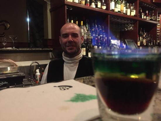 San Mateo, Καλιφόρνια: Nice treat for a drink after the train. Bartender Rich was awesome