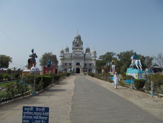 Moga, الهند: Mehndiana Sahib Gurudwara