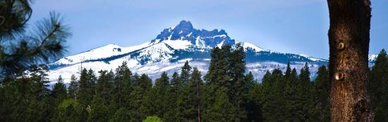 House on Metolius: Three-fingered Jack dominates the views to the southwest.