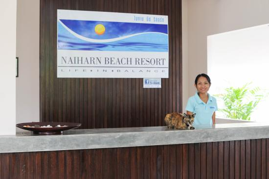 Nai Harn, Tailândia: Reception and our lovely receptionist