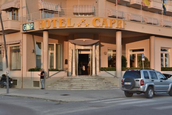 Entr e de l 39 hotel bild von hotel capri lido di camaiore for Entree hotel