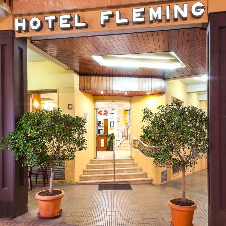 Hotel Port Fleming: Entrada