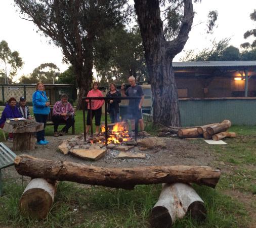 Kojonup Caravan Park: Great fire pit