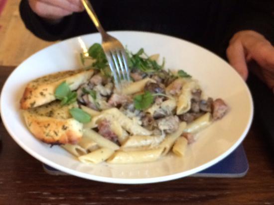 Marchwiel, UK: Mushroom and Bacon carbonara
