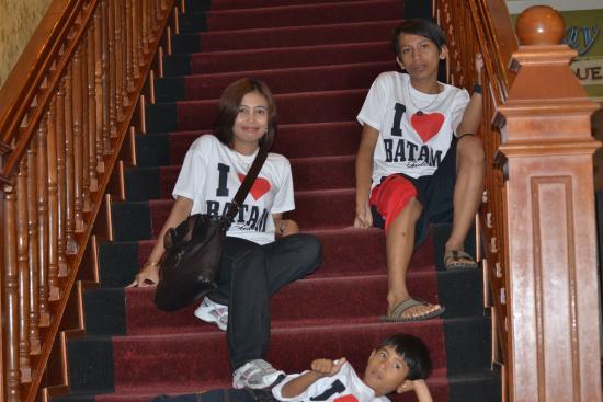 Goodway Hotel Batam: tangga dari kamar turun ke resepsionis