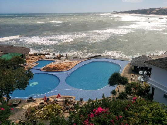 Rock Water Bay Beach Resort & Spa : View of the pool, see and light house on the top righ side.