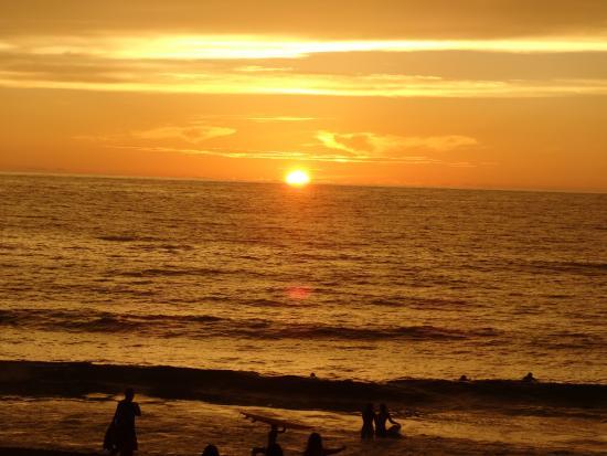 Kahuna Beach Resort and Spa: sunset over kahuna beach resort