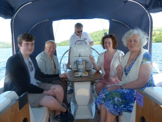 Bowness-on-Windermere, UK: Glass of bubbly as we set off.
