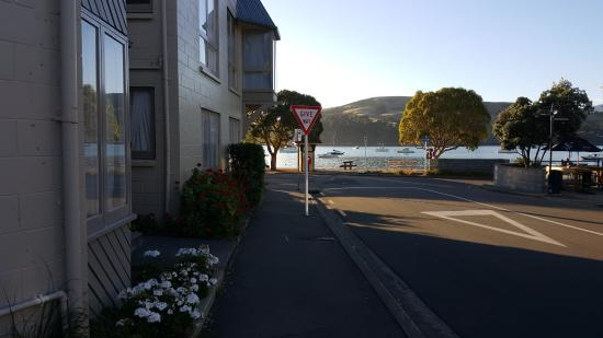 Akaroa Village Inn: Rm 61 has quick acces to all Akaroa activities.