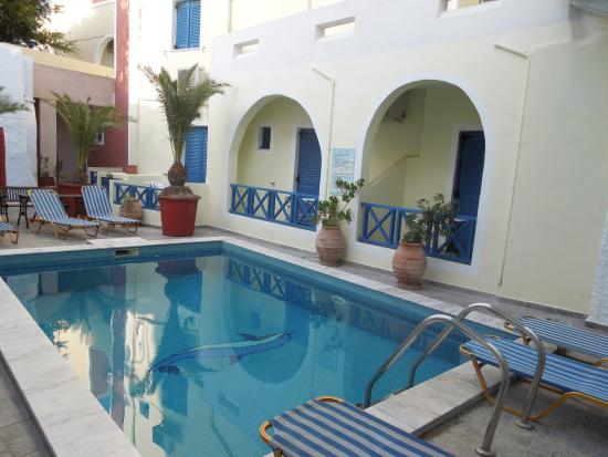 Hotel Leta: Номера с балконами с видом на бассейн