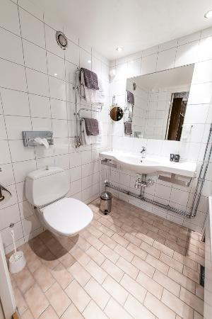Clarion Hotel Winn: Bathroom