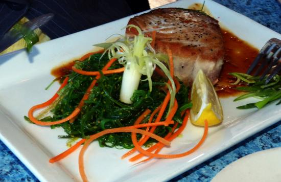 Rudder Restaurant: Nicely grilled tuna steak.
