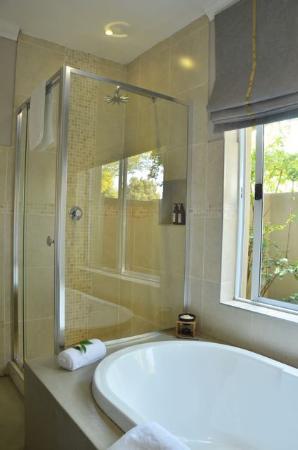 Rivonia, Südafrika: Deluxe Bathrooms with Atriums