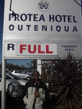 Protea Hotel George Outeniqua: Front side of the hotel