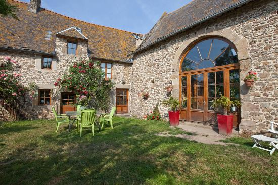 Guesthouse of Haut Salmon Manor