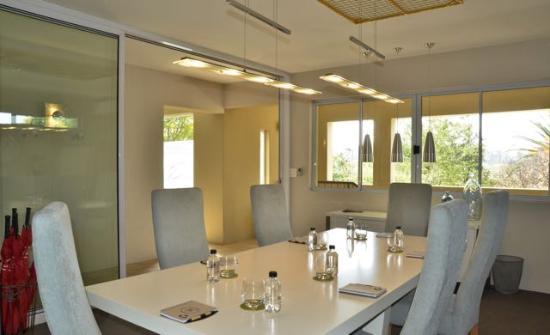 Leaves Signature Guest House: Business Centre
