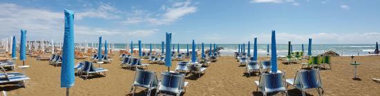 Hotel Oasi Verde e la spiaggia riservata ai suoi ospiti