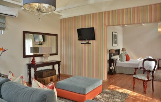 Leaves Signature Guest House: Luxury Self-catering Suite Room 6