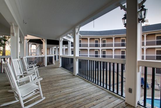 Anniston, AL: Deck around the pool