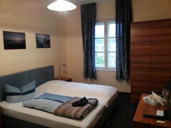 Hotel Pension Am Siegestor: Blick ins Zimmer