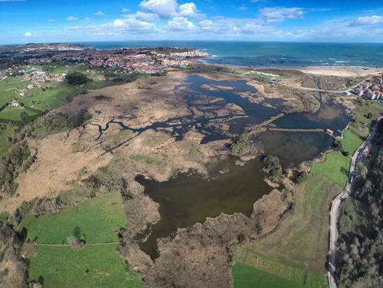 NojActiva: Vista aerea de las Marismas Victoria en Noja.