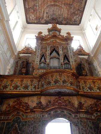 Putignano, Italy: The beautiful organ gallery of San Pietro