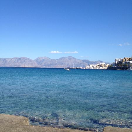 Hotel Polydoros: Seafront from apartments / taverna