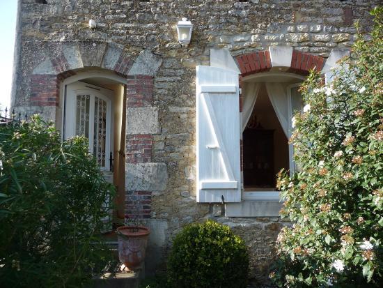 Chaille-les-Marais, France: Entrée des chambres d'hôtes chez Côté-Marais