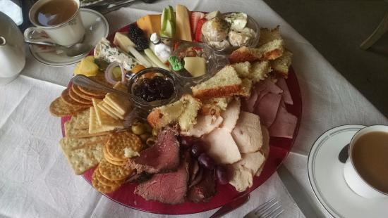 Wilton Manors, ฟลอริด้า: Shared a combined Cheese &Meat platter. Took leftovers home, to save room for dessert.
