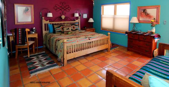 Chocolate Turtle Bed and Breakfast: Sandia Room