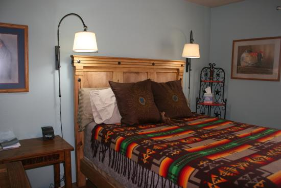 Chocolate Turtle Bed and Breakfast: Road Runner Room