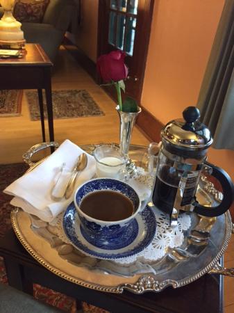Garden Wall Inn: Coffee service in public area; pre-breakfast.