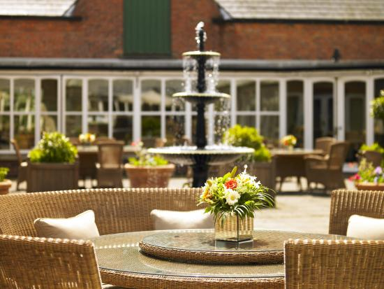 Worsley Park Marriott Hotel & Country Club: Courtyard