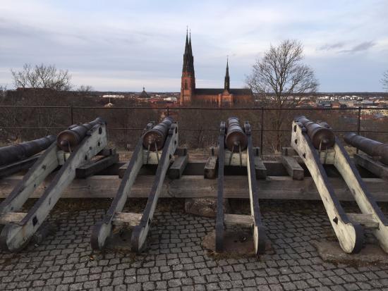 Ουψάλα, Σουηδία: the canons facing the church
