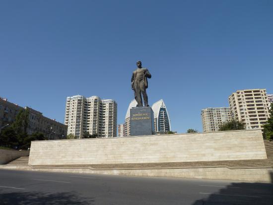 Monumebt to Nariman Narimanov