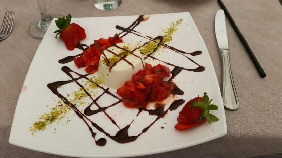Malata Restaurant: panna cotta...amazing!