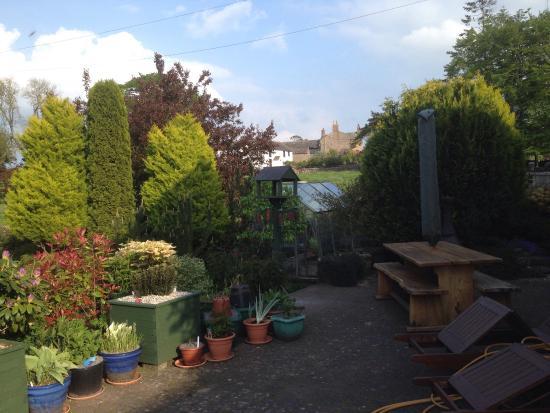 The Old School: Quiet location, good English breakfast, good hosts, good rooms