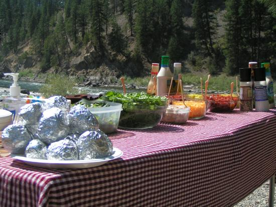 Superior, MT: Mouthwatering lunch served beside the river.