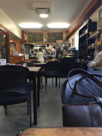 Lisa's Lakeside Bistro: Bistro dining area