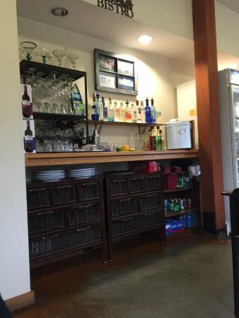 Lisa's Lakeside Bistro: Bar