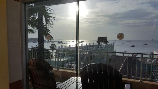 Baywalk Residence Pattaya: 7층 수영장에서 보이는 바다풍경