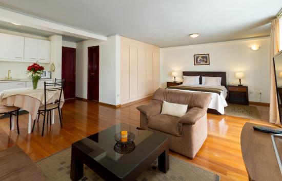 Suites Metropoli: baño suite con balcón