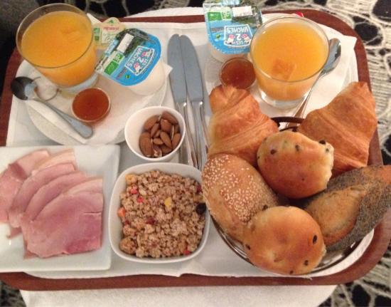 Hotel Chavanel : Завтрак в номер(наш выбор продуктов)