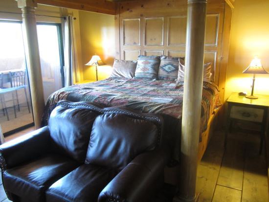 Adobe Village Inn: Bett im Sundance-Room